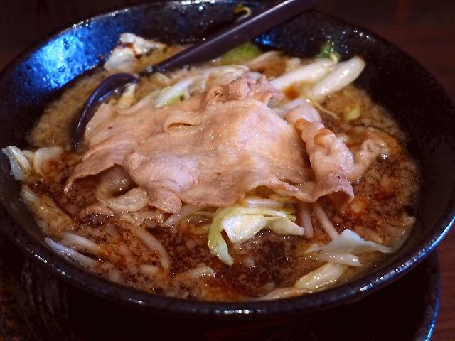 活気あふれる店内で激ウマ男の根性黒醤油!  寺田町  「麺屋 わっしょい」