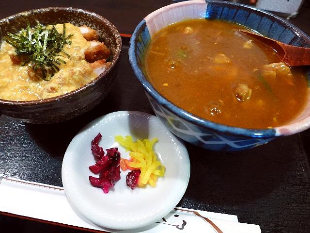 全員が名物のカレーうどんを食べる大人気のお食事処  京都市中京区  「お食事処 やまびこ」