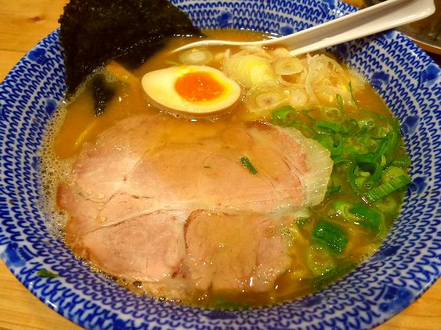 鶏と魚介の旨味が見事にマッチしたバランス良いラーメン!  堺筋本町  「麺屋 きょうすけ」