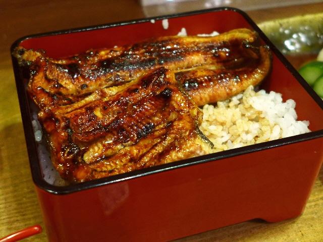 神戸の老舗の鰻はプリップリでした!  三宮  「青葉 三宮店」