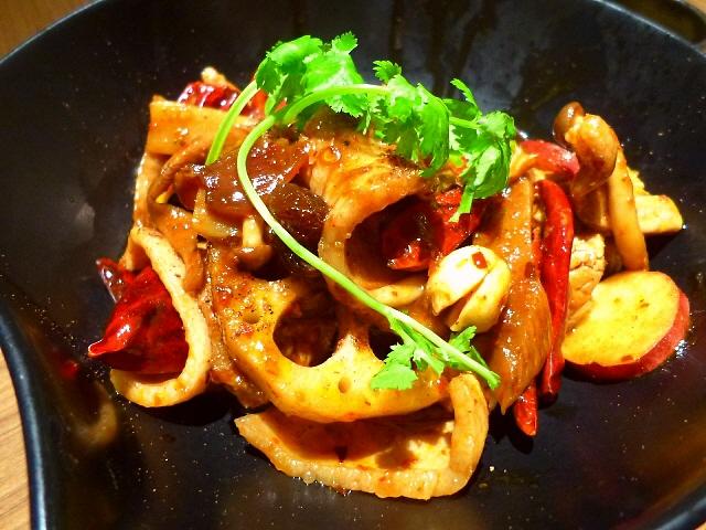 日本初上陸のピリ辛料理は病み付きになる旨さです!  阪急三番街  「muse CHINA 麻辣香鍋 紅(まーらーしゃんぐお こう)」