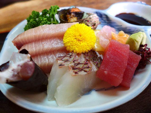 新鮮な海の幸の宝庫!恐ろしく繁盛しています!  京都府宮津市  「富田屋」