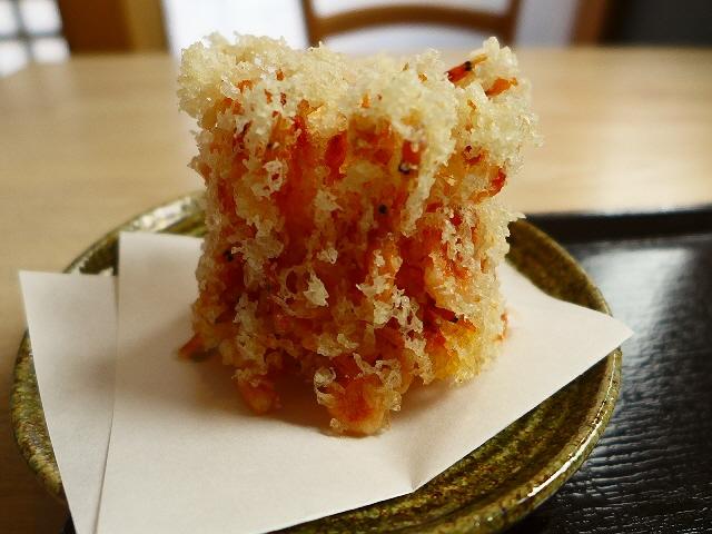 名物!巨大桜海老のかき揚げはサックサクで食べ応え満点!  京都市東山区  「蕎麦流々 千角」