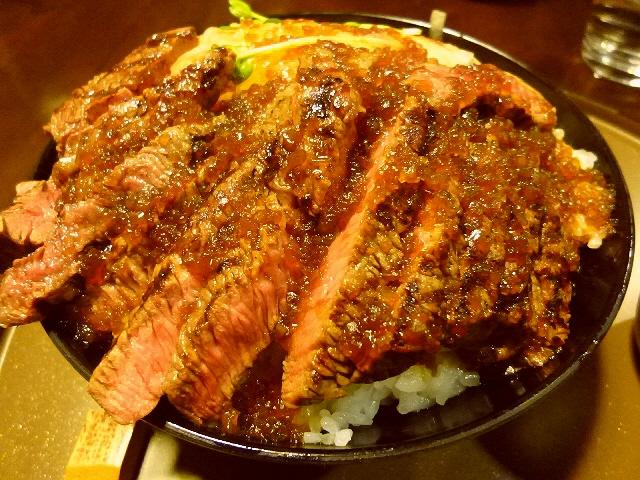 凄まじいボリュームと驚異のコスパに感激です!  堺市  「炭火ステーキ ひだまり庵」