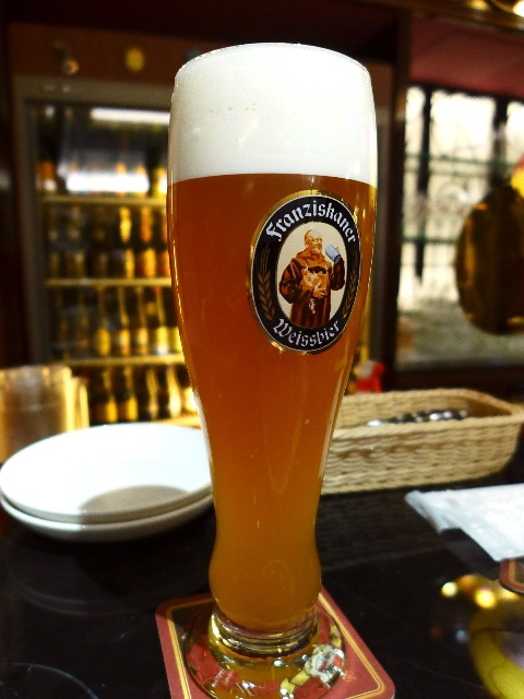 Mのちょっと一杯!  大混雑してますがビール好きにはたまりません!  グランフロント大阪  「世界のビール博物館 グランフロント大阪店」