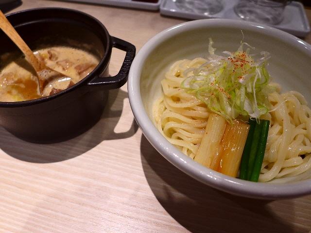 京都の名店のDNAが流れる絶品もつつけ麺がいただけます!  京橋  「ほそ道」