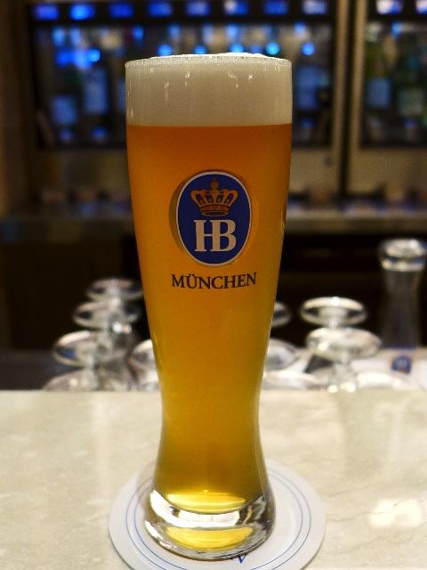 Mのちょっと一杯!  それほど並ばずに短時間で世界のビールを飲む裏技を発見(^^  グランフロント大阪  「世界のワイン博物館」