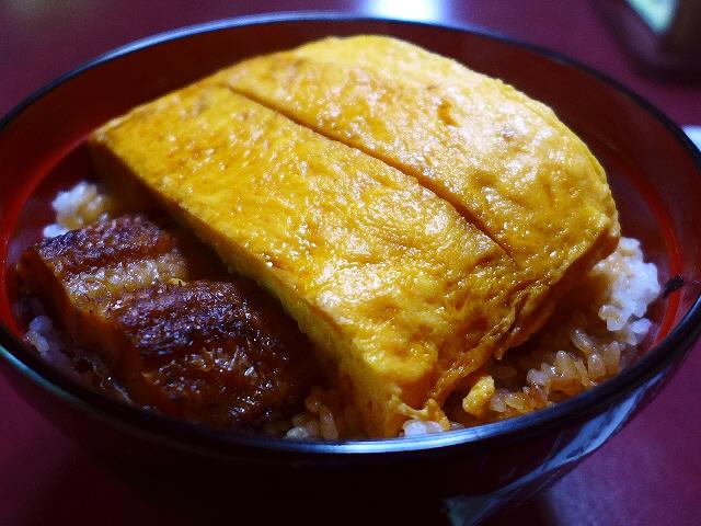 名物きんし丼のプルンプルンの巨大出汁巻きは絶品です!  滋賀県  「かねよ」