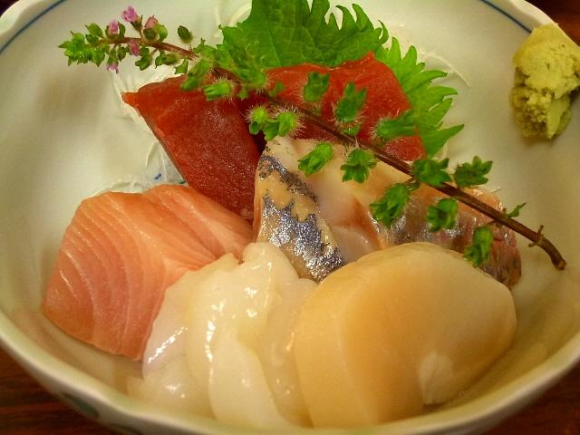 Mの朝ご飯  新鮮な魚介類の品揃え豊富な市場の人気食堂  築地  「かとう」