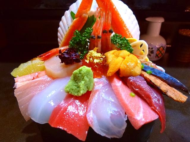 近江町市場で新鮮ネタの超豪華海鮮丼!  石川県金沢市  「山さん寿司」