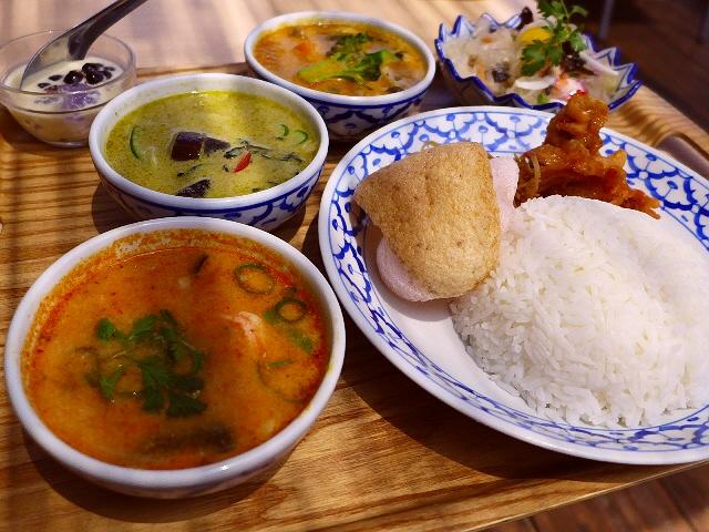 京都の川床で本格タイ料理がリーズナブルに楽しめます!  京都市下京区  「バーン・リムナーム」