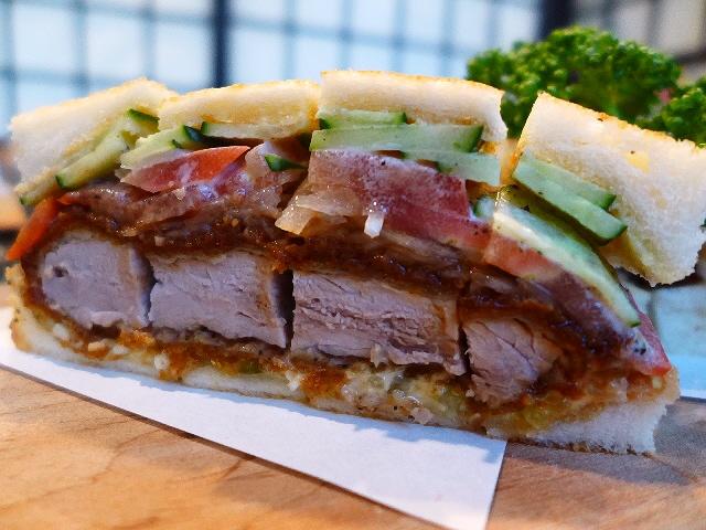 焼肉屋さんの個室でゆったりアストリア系サンドイッチ元祖のかつサンドが味わえます!  箕面市  「かつサンド本舗 アストリア」
