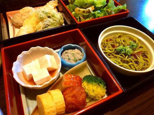 和食っていいですね~(^^素晴らしくお値打ちな松花堂ランチ!  北区大淀中  「和創酒房 達」