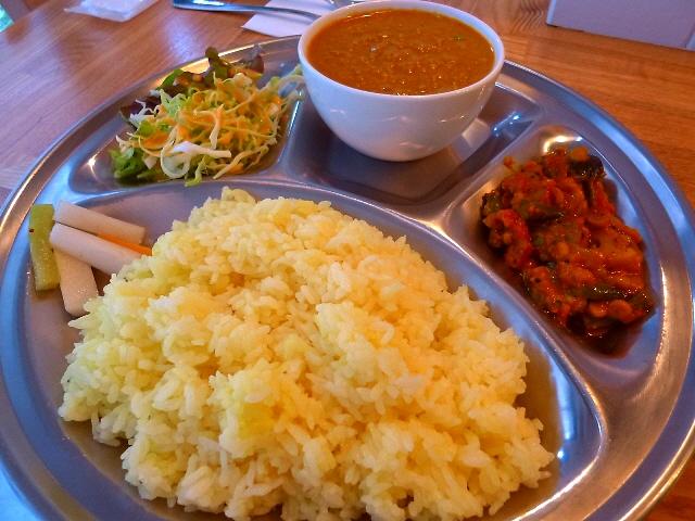 お洒落な空間で本格ネパール料理が楽しめます  西天満  「アジアン食堂 チャムチャ」