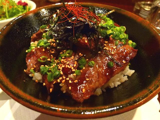 高級ステーキハウスのお得な霜降りハラミ丼  北新地  「加茂」