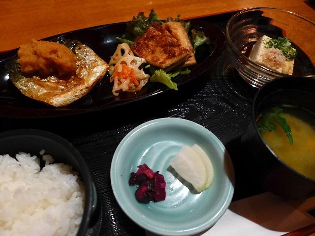 高級感溢れる居心地抜群の店内で美味しい和食ランチ!  大阪駅前第3ビル  「京とあん 梅田店」