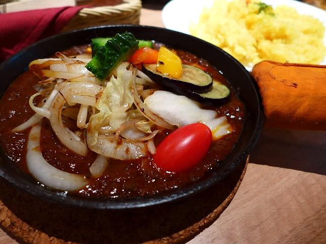 野菜とフルーツの甘味とお肉の旨味が詰まったキーマカレー!  大阪駅前第2ビル  「ベジ・ベジ」