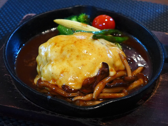 居心地抜群の隠れ家カフェはハンバーグも絶品でした!  東淀川区  「f-cafe」