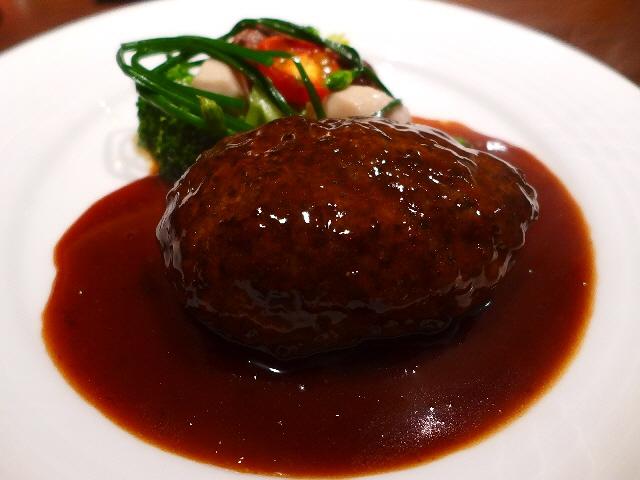 北新地ステーキハウスのお肉の旨味が凝縮した絶品ハンバーグ!  北新地  「北新地  福多亭」