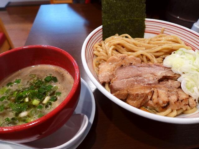 香ばしい麺と鶏の旨味だけが凝縮した絶品スープと素晴らしい接客に感動!  天満橋  「山麺」
