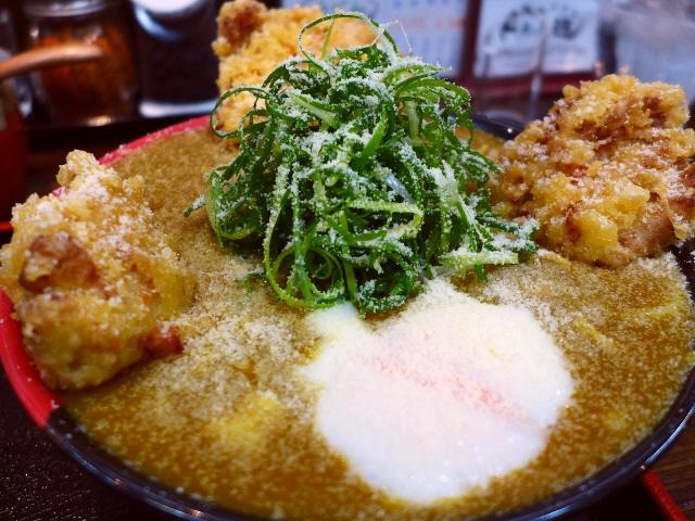 いりこ出汁ベースのカレーも極太の剛麺も鶏天も全てが絶品です!  寺田町  「極楽うどん Ah-麺 (アーメン)」