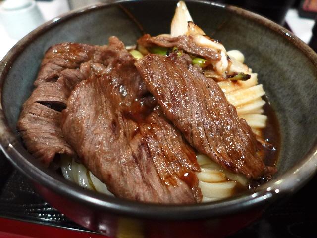 うどんもお出汁もトッピングも唯一無二の味わいです!  大阪駅前第3ビル  「うだま 梅田店」