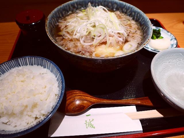お出汁もお肉も超絶品!体の芯から温まる肉豆腐定食で大満足!  堺筋本町  「一誠」