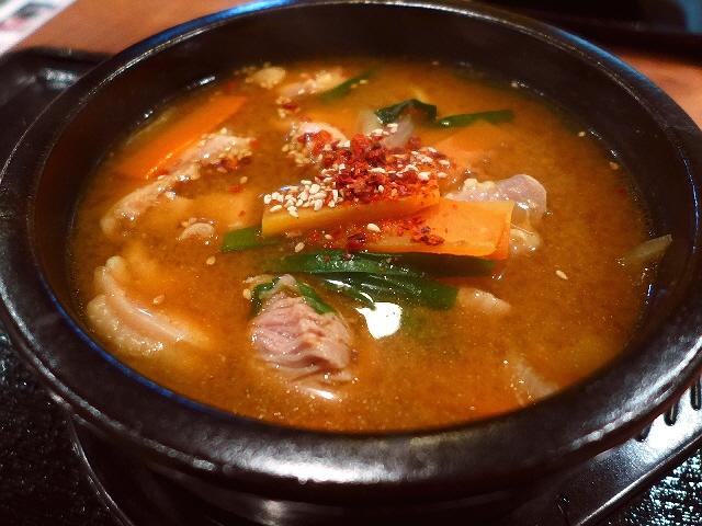 にんにくを使わない韓国料理!ランチタイムはキムチ、ナムル、キンパ、ご飯が食べ放題!  北新地  「つぼキムチ 北新地店」