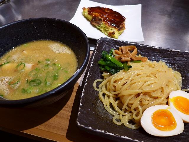 一度に二度楽しめるお好み焼き屋さんの驚きのつけ麺!  梅田  「五郎っぺ食堂」