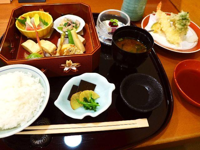 高級割烹のハイレベルな味がお手軽に楽しめるお値打ちランチ!  北新地  「北新地 はし本」