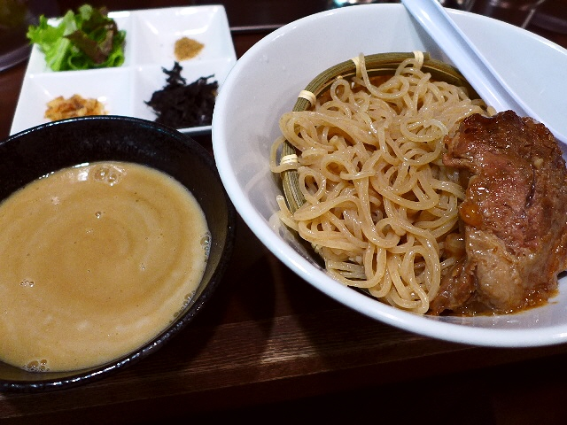 神戸の名店の大人気濃厚鶏白湯が大阪駅前ビルでいただけます!  大阪駅前第3ビル  「みなとや」