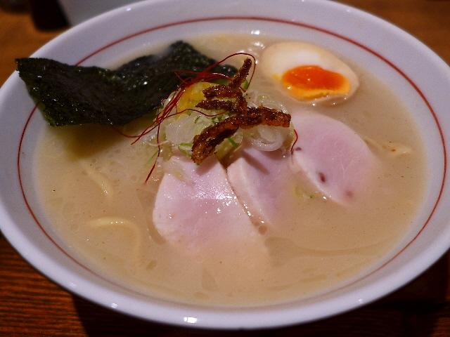 魚介の旨みがガツンと効きつつとてもすっきりいただける魚介白湯!  阿倍野  「麺と心 7」