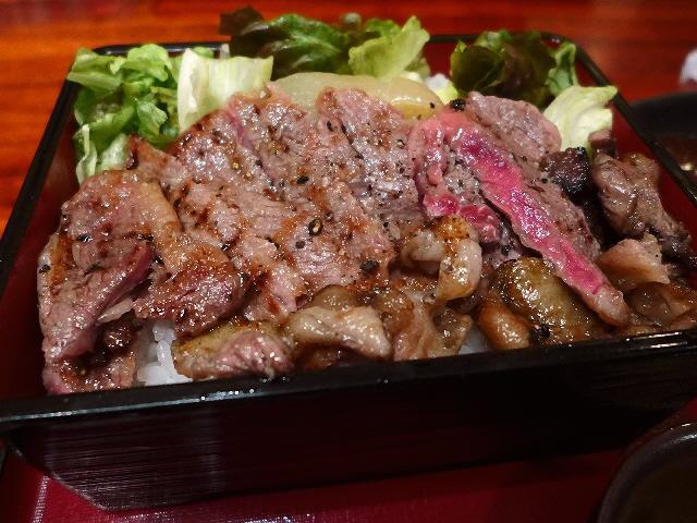 あまりにもお値打ちな激ウマ黒毛和牛サーロイン肉重!  なんば千日前  「DINING あじと」