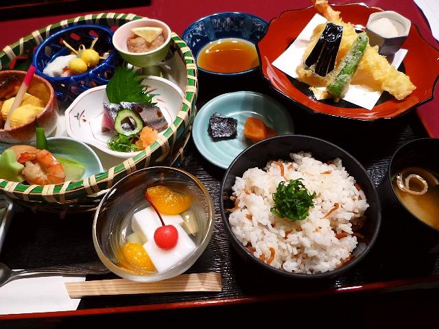 高級感溢れる空間でゆったり贅沢ランチがいただけます!  大阪駅前第3ビル  「京とあん」