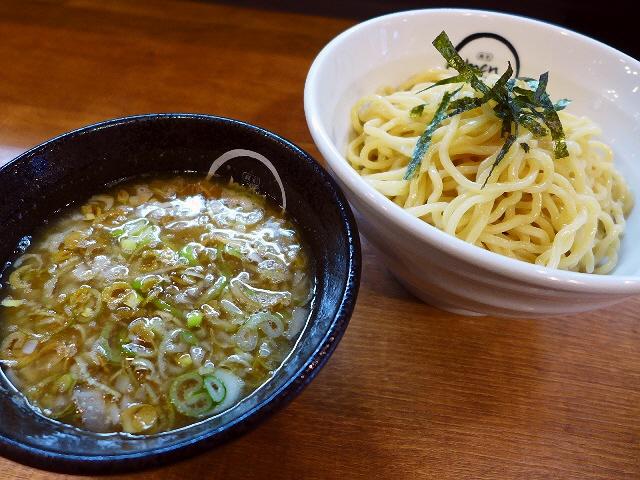 バランスの良い魚介豚骨は癖になる味わいです!   江坂  「麺創 麺魂」