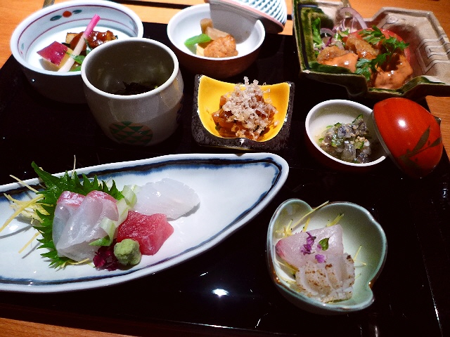 夜いただくのとまったく同じハイクオリティなーお寿司と絶品料理が並ぶ超お値打ちランチ!  北新地  「季節料理・すし 竹」