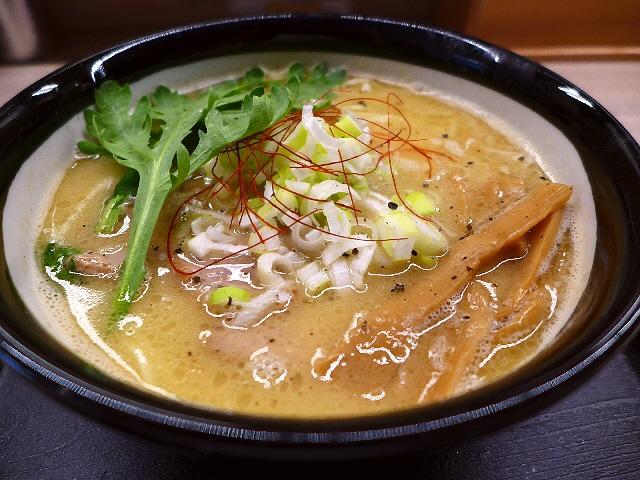 鶏と秋刀魚がお互いの旨みをさらに引き出す絶品濃厚鶏サンマ白湯!  西天満  「西天満 麺乃家」