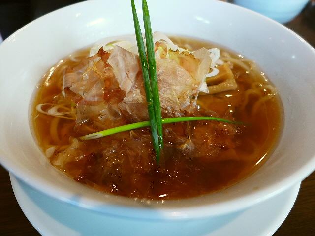 思わず唸ってしまうほどの深い旨みの効いたスープに素朴な麺が絶妙です!  東淀川区  「手打ち麺 やす田」