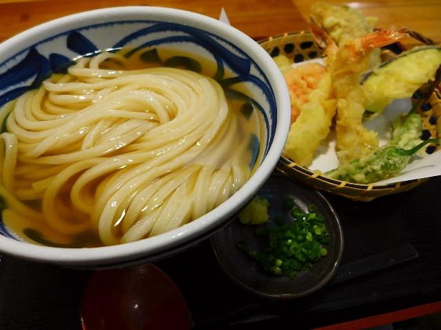 イリコの旨味がガツ~ンと効きまくりの力強い味わいの絶品ひやかけ!  兵庫県川西市  「手しごと讃岐うどん  讃々」