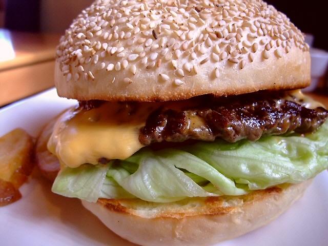 住宅街にある行列のできるハンバーガー屋さん 西宮市 「エスケール」