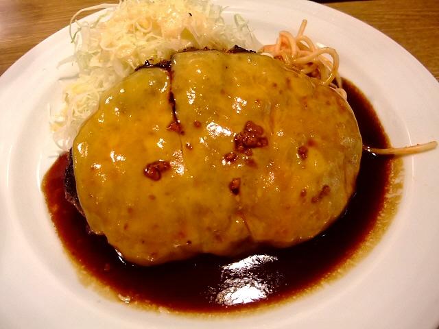 豚肉100%のトンバーグも美味しいです!  大阪駅前第2ビル 「大阪トンテキ」