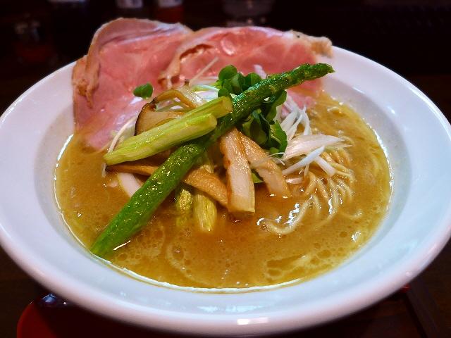 鶏の旨みが炸裂する完成度の高い超濃厚鶏白湯! 兵庫県尼崎市 「麺69 チキンヒーロー」