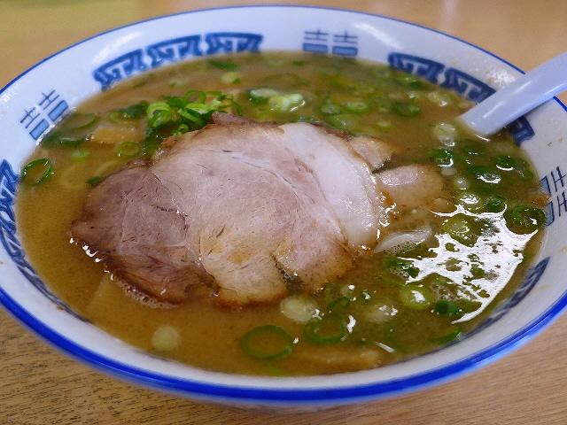 癖になる味わいの鶏魚介白湯は根強く絶大に支持されています! 兵庫県西宮市 「ほうれんそう」