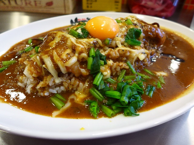 人気ラーメン店プロデュースのとんこつベースの絶品カレー! 中央区徳井町 「まんねんカレー」