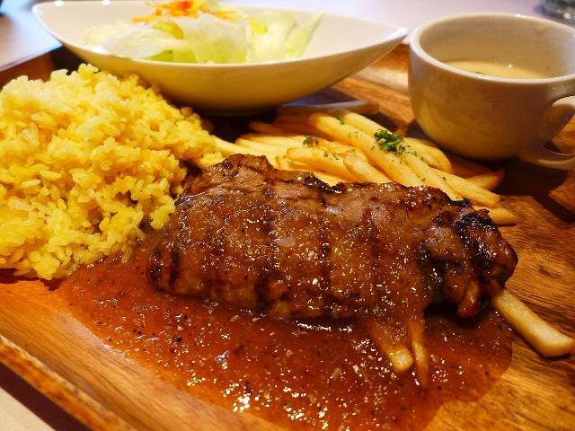 リゾート気分が満喫できるハワイアンカフェレストランがオープンしました! 心斎橋 「リゾートキッチン ロイヤルハワイアン」
