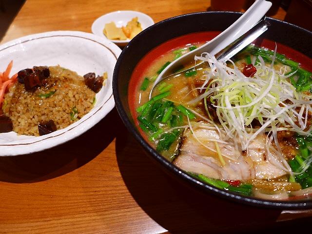 使い勝手抜群のお店の台湾肉そばは本格的な旨辛味でした!  大阪駅クロスト  「あらうま堂」