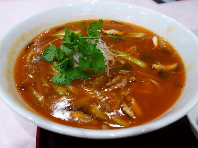 旨味、酸味、辛味のバランスが抜群の高級感溢れる味わいの酸辣湯麺! 心斎橋 「大成閣」