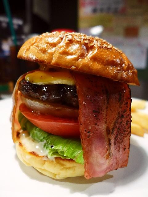 ハイレベルな絶品ハンバーガーに感動! 江坂 「Burger dining+Bar enn」