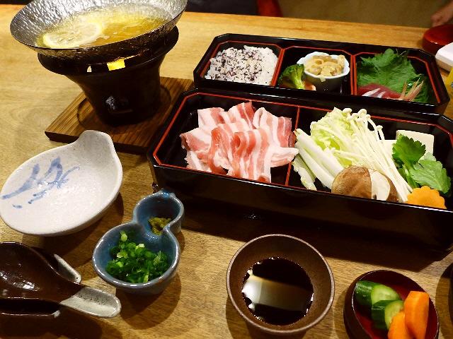 絶品ゆず鍋で温まれる満足感が高いランチがいただけます! 西区新町 「源九郎」