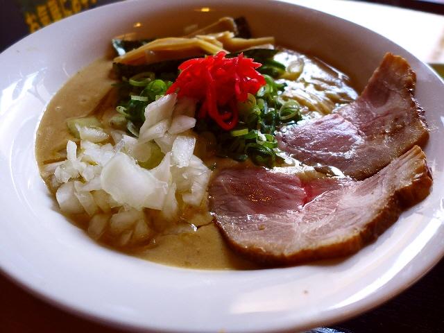 超濃厚ドロドロでありながら全くくどさの無い絶品煮干鶏白湯! 中央区博労町  「宮崎郷土料理 どぎゃん」